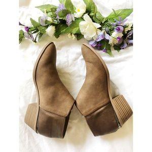 Vera Wang Size 10 booties